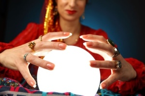 woman_with_crystal_bal_450